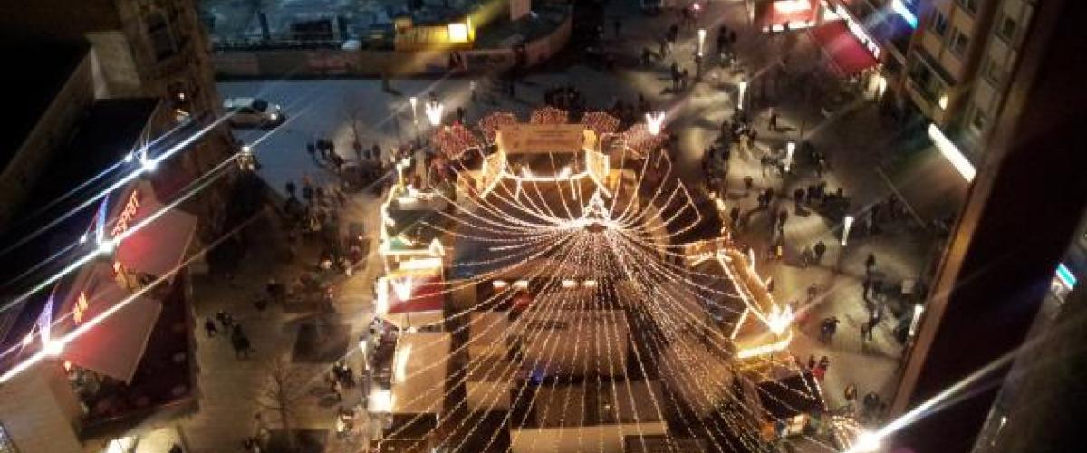 Riesenrad Notfall-Simulation in der Einkaufsweihnachtszeit